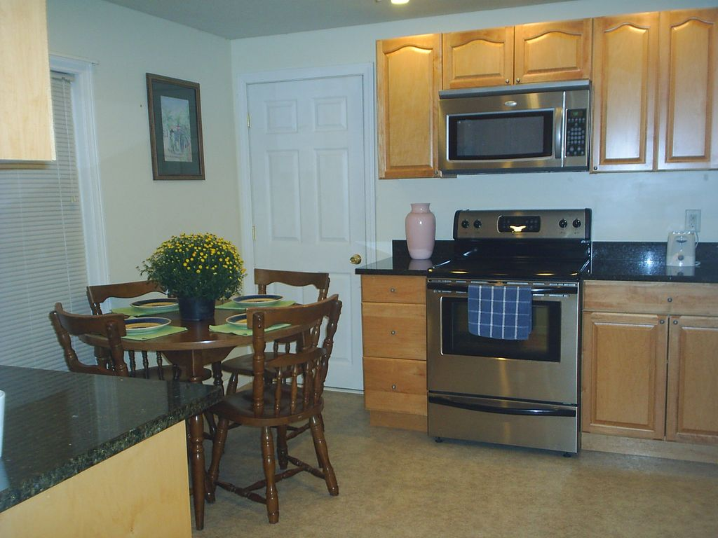 The White House: AFFORDABLE WEEKLY AND WEEKEND RATES~ 3 BEDROOM 3 ...