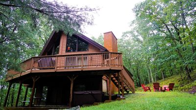 NEW Pocono Mnts Chalet Cabin-Lake Wallenpaupack-Hot Tub-Firepit-Pool Tbl-Privacy