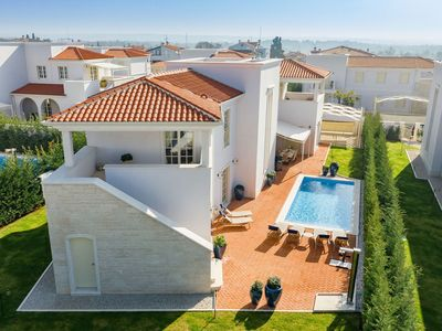Photo for Exclusive villa with private pool and free access to Lanterna beach