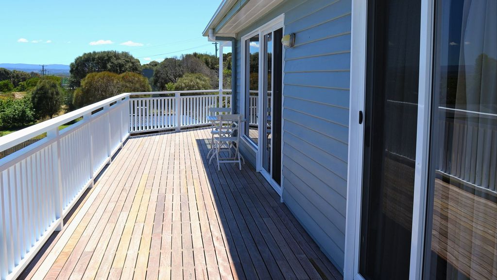 Acacia Cottage overlooking Great Oyster Bay