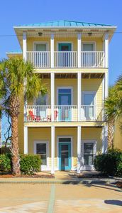 Photo for AVAILABLE: POOL/Short dist To Beach/3 MASTERS/GULF VIEW/Close to Schooner