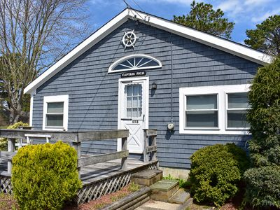 Photo for Glendon 65B-Welcoming 2 bedroom cottage.