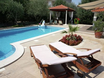 Photo for Spacious villa with an entertainment room &  a pool with whirlpool part