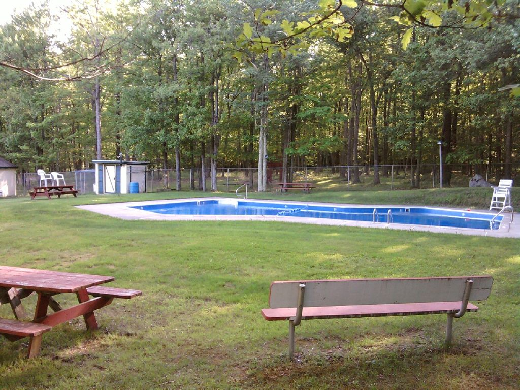 POCONO GETAWAY RENTALS, SERVING OUR CUSTOMERS FOR 27 YRS! FREE THURSDAY NIGHT!