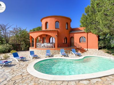 Photo for Private villa in quiet surroundings for family holidays