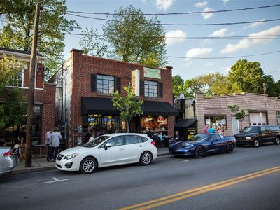 Photo for Luxury on bustling Frankfort Avenue