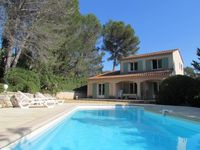 Very peaceful and secluded. Convenient access to Nice, the Provence villages, and the coast.