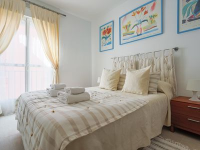 Photo for Cozy apartment very spacious and bright-Historic center-Seville-6px-WIFI