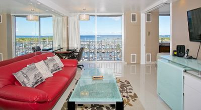 2 Queen Beds ..  Endless Ocean View  ..  Washer & Dryer  ..  Chic & Upscale