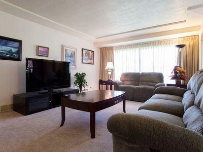Sunny and Comfy Tabor 2 Bedrooms - 1100 Sq Ft w/Central Air Conditioning!