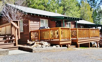 Photo for Cozy 2-bedroom cabin, family & pet friendly, free boat launch & slip, lakeside