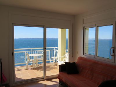 Photo for 3. Apartment with incredible views of the Bay of Roses with community pool.