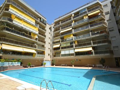 Photo for Barcelona 1:Family centre and close to the beach-terrace view onto sw.pool-Free Wifi & Linen-Salou