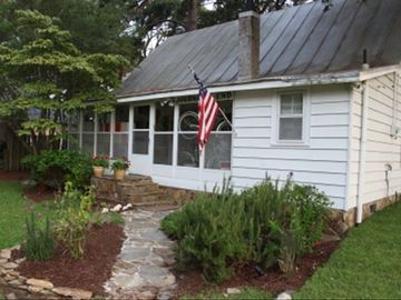 Beautiful Waterfront Home W/ Sleeping Porch on the Neuse River