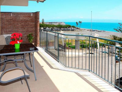 Photo for One bedroom Apartment, sleeps 4 in Santa Teresa di Riva with Air Con and WiFi