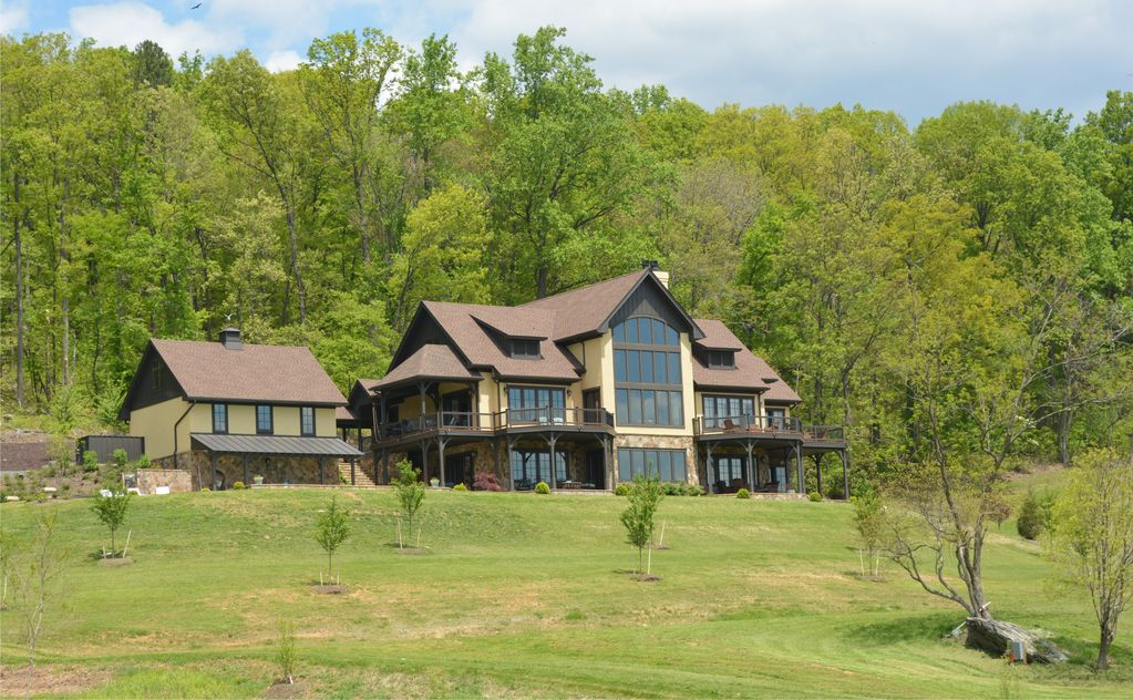 Estate in blue ridge foothills 20 min to charlottesville for Charlottesville cabin rentals hot tub