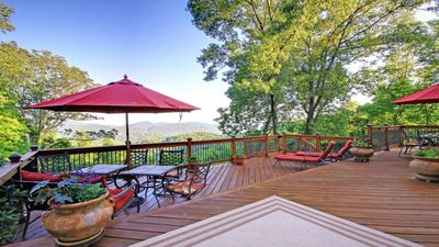 Secluded Mountaintop Luxury Estate, Spectacular Views, Jacuzzi