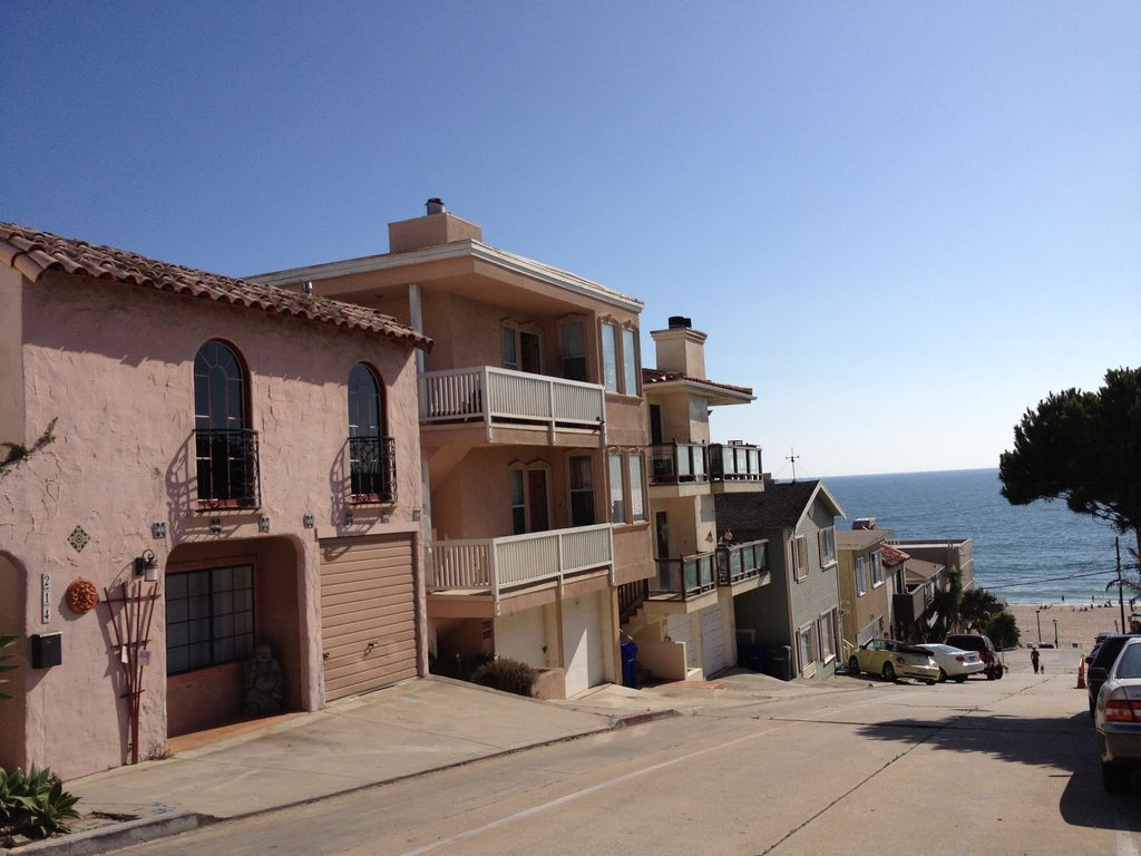 Charming Apartment In Spanish Duplex 1 Block To Beach