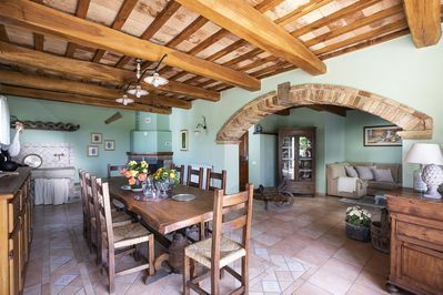 Villa Amata - Wide dining area and living room on the ground floor