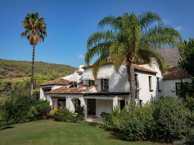 Photo for Beautiful villa with all the luxury and comfort you desire, near Estepona
