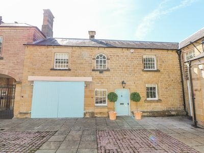 Photo for CASTLE HILL, family friendly, with a garden in Bakewell, Ref 993152