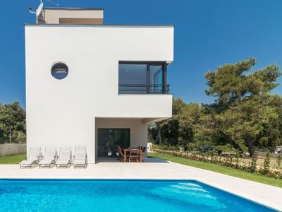 Photo for Modern villa 200 meters from the beach