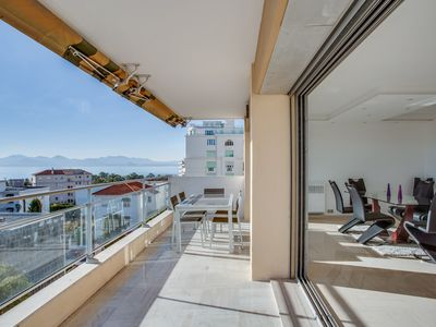Photo for Modern and renovated apartment with seaview  100 meters from the Croisette