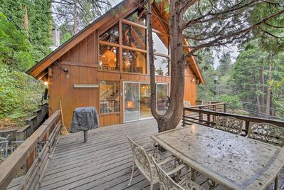 Look no further than this 2-bedroom, 2-bath vacation rental cabin in Lake Arrowhead for a unique, retro mountain retreat experience!