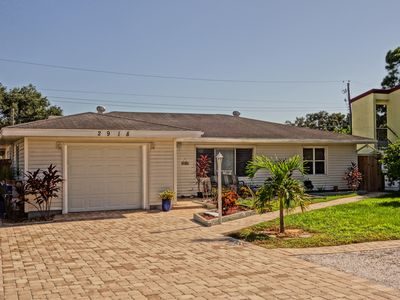 Photo for Spacious 4 bed/3 bath with large backyard - 5 min to Siesta Key
