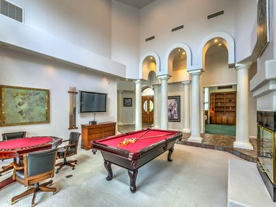 Las Vegas Villa Escape VILLA ESCAPE Sq Ft Venetian Style Single - Pool table jack rental