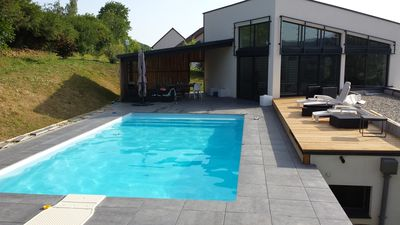 Photo for Large contemporary house (180 m²) with swimming pool