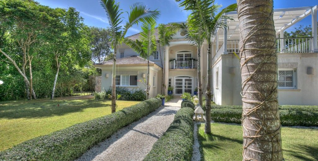 5bd villa, one of a kind luxury, next to a green and vast golf landscape