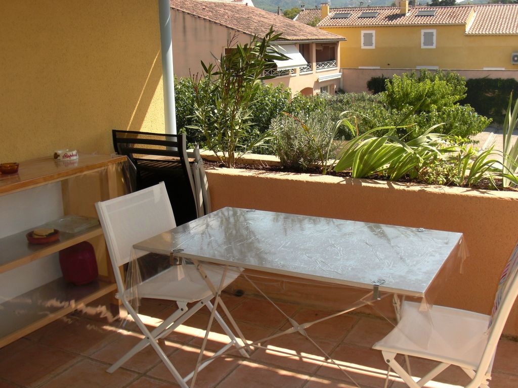St remy de provence t3 furnished close to homeaway for Rent a car salon de provence