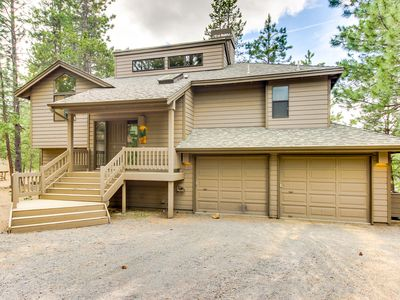 Photo for Family-friendly home w/ private hot tub & SHARC passes!