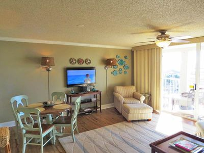 Photo for Modern, bay view unit, Beach setup & bicycles included, Close to shopping