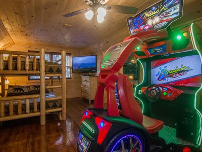 AMAZING GAMEROOM & FIRE PIT.  CLOSE TO DOWNTOWN