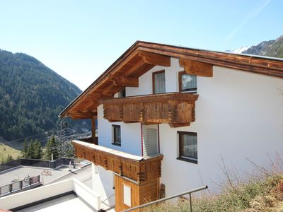Photo for Cosy apartment for 10 people with WIFI, TV, balcony, pets allowed and parking