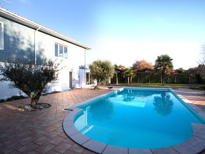 Photo for Large house (10 pers) in large park closed, heated swimming pool