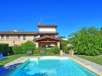Photo for Large villa with private pool perfectly located between Tuscany and Umbria