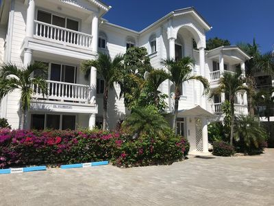 Photo for 3BD top-floor penthouse with sea views in quiet oceanfront resort