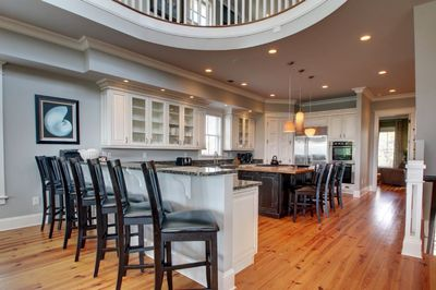 Alternative view of the kitchen with breakfast bar