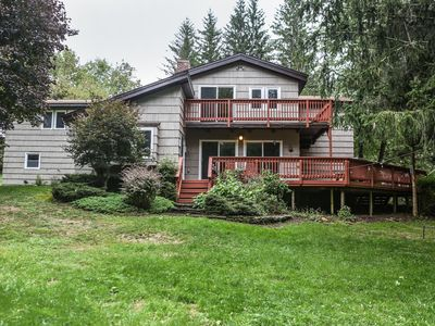 Country Escape! 5 bed/5bath, 2 acre pond, pool/Foosball tables, Fire pit, Sauna