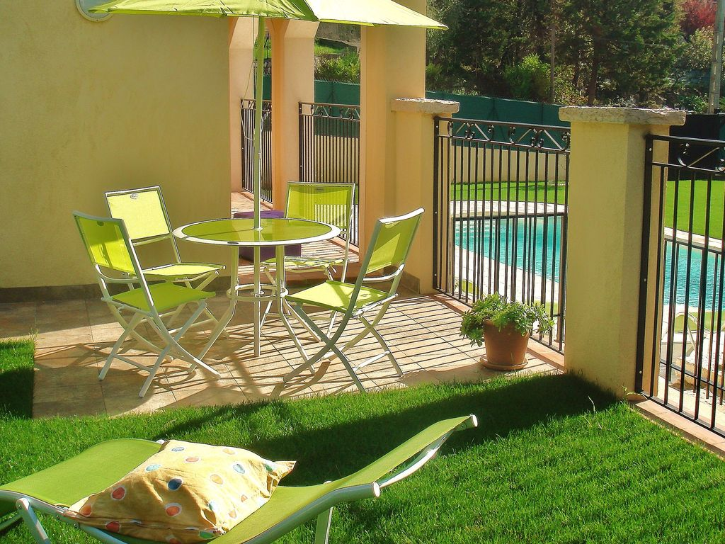 Apartment With Private Garden In Villa With Pool Jacuzzi