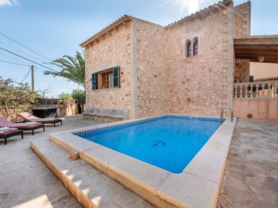 Photo for Air-Conditioned Holiday Home with Pool, Wi-Fi and Terrace