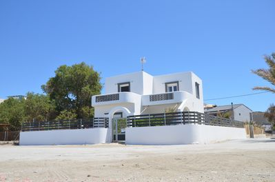 Elegant and spatious, unblocked view to the beach