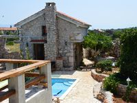 Fantastic house in wonderful relaxing location just a stroll from the sea.