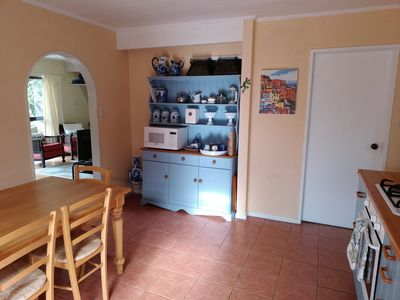 Fully equipped kitchen with seating for 6.