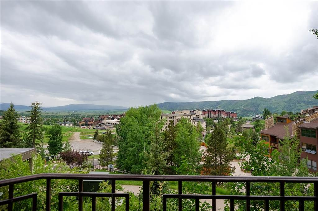 *LOWER RATES ON LISTING* ~ Great views from private deck ~ Exercise and pool facilities