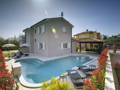 Photo for Great villa with private pool, 3 bedrooms, 2 bathrooms, washing machine, air conditioning, wifi, terrace, barbecue and in a quiet area