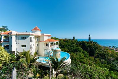 BENTLEY VILLA Stunning Views/Infinity  Pool/Cinema/Gym/Waterfall/Island/Staffed - Puerto Plata